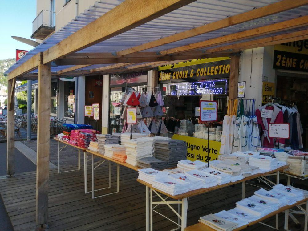 le magasin de linge de maison à l'entrée de la rue piétonne de Gérardmer